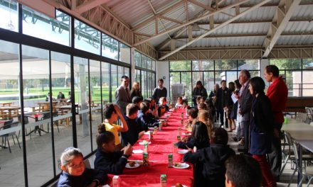 Desayuno para recibir a los nuevos alumnos