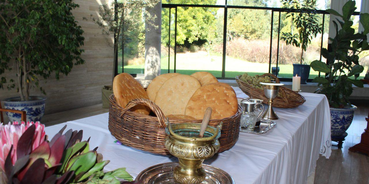 Los Alumnos del Jardín Infantil recordaron la ultima cena de Jesús, compartiendo el Pan y el Vino.